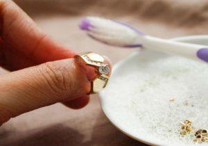 Cara Mudah Membersihkan Perhiasan