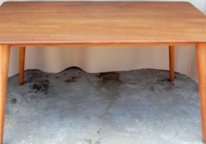 Membuat Sebuah Meja
